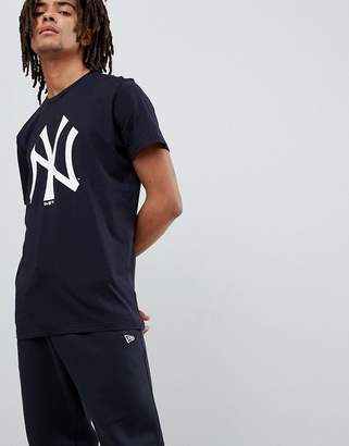 New Era New York Yankees T-Shirt With Large Logo In Navy