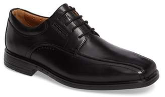 Clarks R) Un.Kenneth Bike Toe Oxford