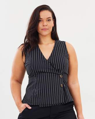 ICONIC EXCLUSIVE - Ali Asymmetrical Button Front Top