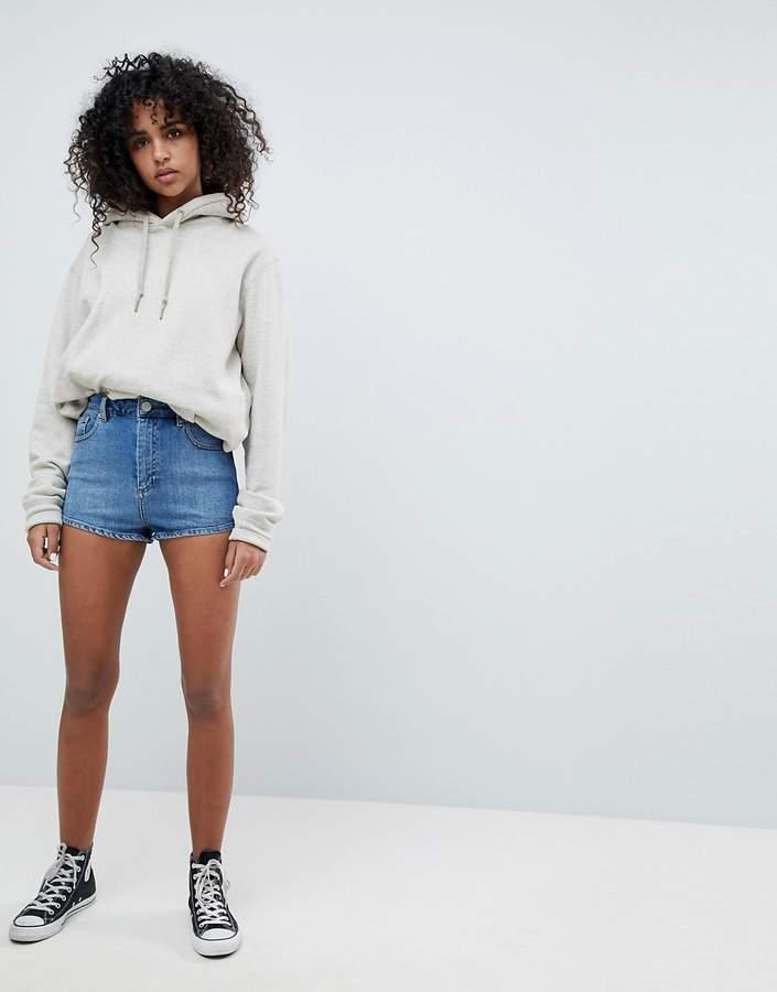 DESIGN – Jeans-Shorts in verwaschenem Mittelblau mit hohem Bund