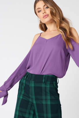 NA-KD Na Kd Cold Shoulder Knot Sleeve Top