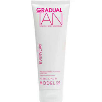 Model CO Gradual Tan Everyday Body Moisturiser