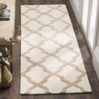 Safavieh Cambridge Collection CAM121P Handmade and Beige Wool Runner, 2-Feet 6-Inch by 8-Feet