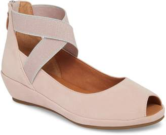Gentle Souls by Kenneth Cole Lisa Wedge Sandal