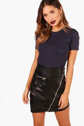 boohoo Layla Basic Crew Neck T-Shirt