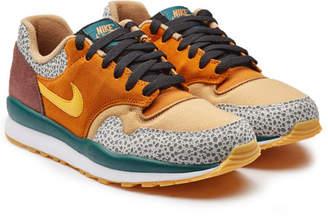 Nike Safari SE Sneakers with Suede