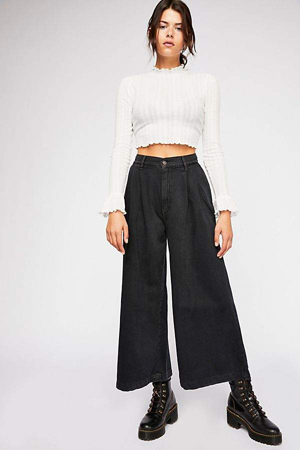 Levi's Wide Leg Pleated Jeans