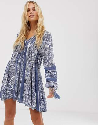 En Creme En CrMe swing dress with drop waist and volume sleeves in paisley print