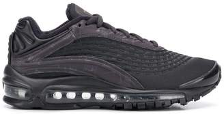 Nike Deluxe SE sneakers
