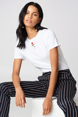 Na Kd Trend Chest Rose Embroidery Tee