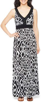 Ronni Nicole Sleeveless Embellished Diamond Maxi Dress