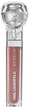 Model CO Kiss Me Karl Lip Lights Lip Gloss