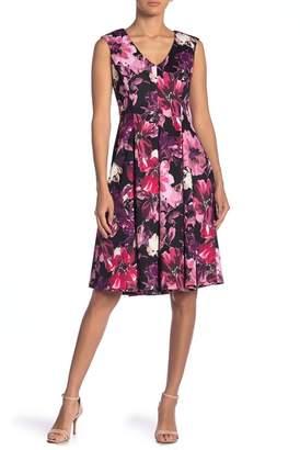 Gabby Skye Short Sleeve Print Shift Dress