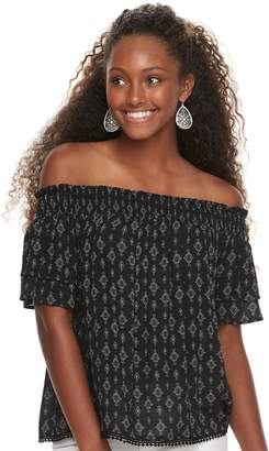 Juniors' Rewind Woven Off-The-Shoulder Top