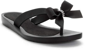 24baaf314bb466 GUESS Tutu Bow Flip Flops Women Shoes