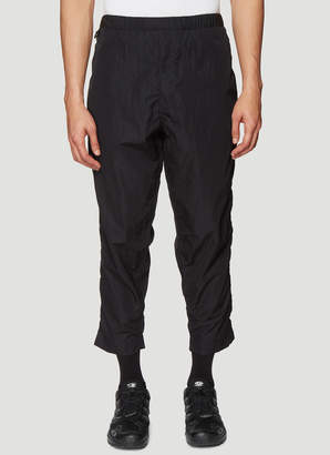 Clamp Tapered Cropped Crinkled Pants in Black