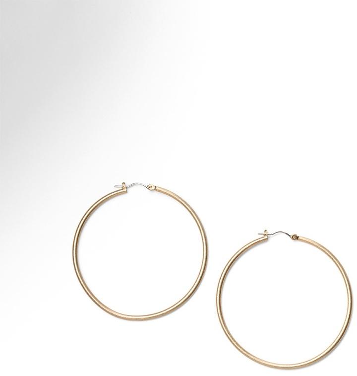 Sleek hoop earring