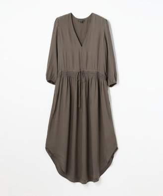 TOMORROWLAND (トゥモローランド) - TOMORROWLAND シルクシャルムーズ Vネックドレス WFSC6433