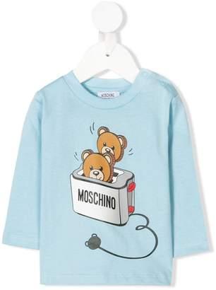 b7b2ca35d at Farfetch · Moschino Kids teddy beat toaster print T-shirt
