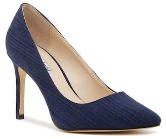 Charles David Denise Canvas Pump