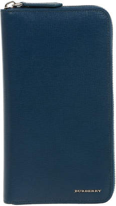 Burberry (バーバリー) - BURBERRY レザー ラウンドジップ 長財布 ブルー