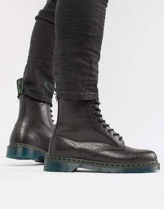 Dr. Martens 1460 skull 8-eye boots in black