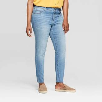Universal Thread Women's Plus Size Mid-Rise Cropped Skinny Jeans Light Blue