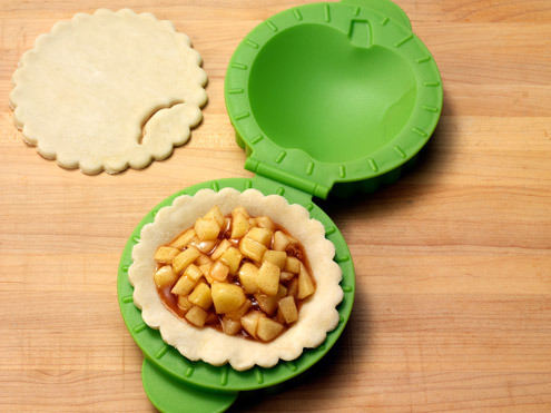 Tovolo 5.25x6.5x2.2-in. Petite Pie Mold, Apple