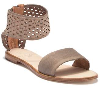 BASKE CALIFORNIA Fauna Perforated Cuffed Sandal