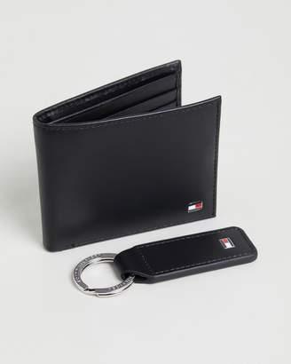 Tommy Hilfiger Happy Holidays Eton Mini CC Wallet & Key Fob Set