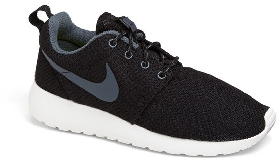 Nike 'Roshe Run' Sneaker (Women)