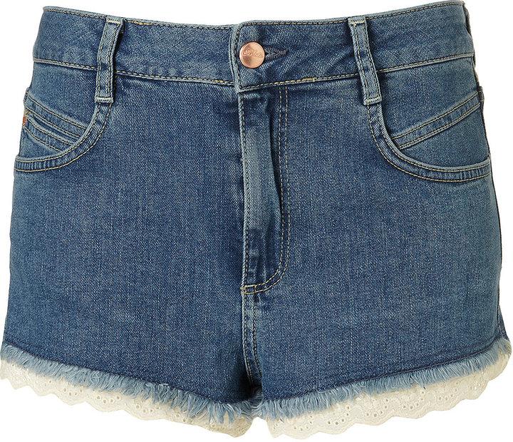 MOTO Blue Denim Broderie Anglaise Hotpants