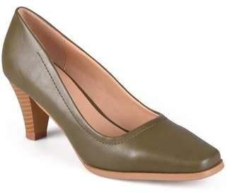 Brinley Co. Women's Lyla Stacked Heel Classic Pumps