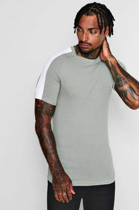 boohoo MAN Signature Muscle Fit T-Shirt With Contrast