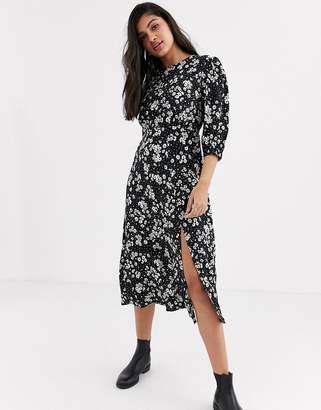 New Look split detail long sleeve dress in daisy floral print