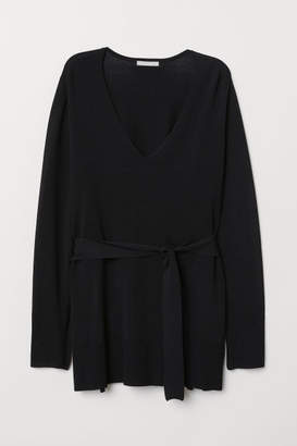 H&M V-neck Sweater with Tie Belt - Black
