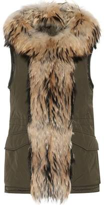 Woolrich Military fur-trimmed gilet