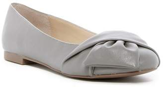 Charles by Charles David Darcy Knotted Flat