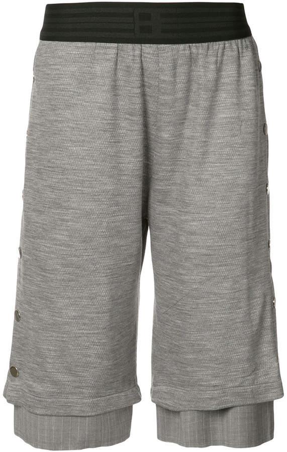 Mehrlagige Shorts mit Druckknopfverschluss