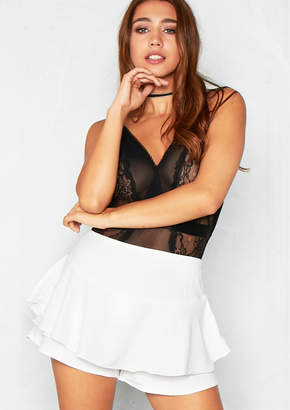 69f4693e003 Missy Empire Missyempire Aliona Cream Overlay Ruffled Frill Shorts