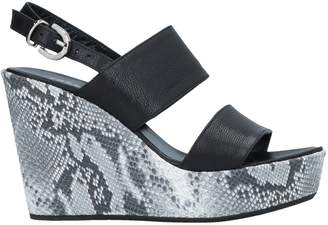 Très Jolie Sandals