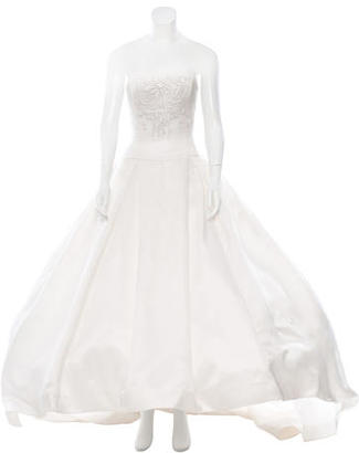 Vera Wang Silk Wedding Gown $2,495 thestylecure.com