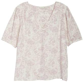 Hinge Print Pullover Blouse