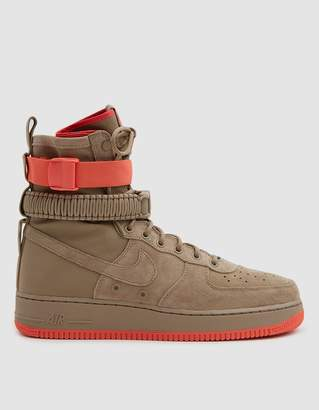 Nike SF Air Force 1 Shoe in Khaki/Khaki Rush Coral
