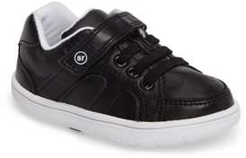 Stride Rite SRT Noe Sneaker