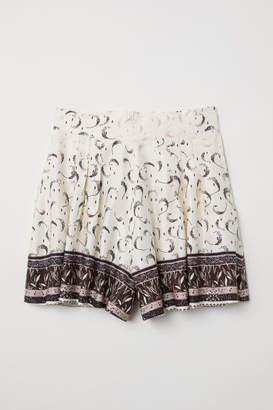 H&M Patterned Shorts - Beige