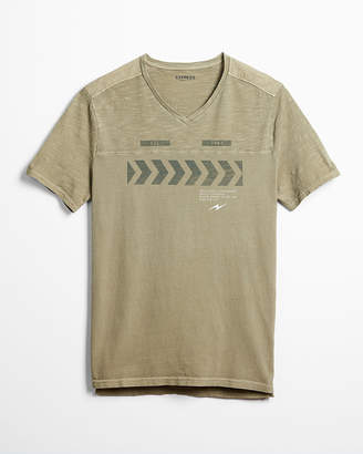 Express Slub V-Neck Graphic Tee