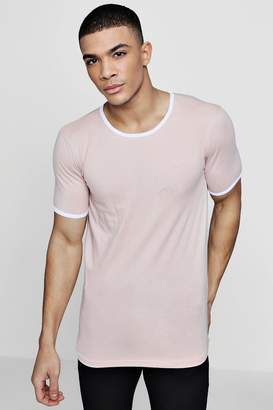 boohoo MAN Signature Muscle Fit T-Shirt With Curve Hem