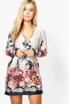 boohoo Plus Plunge Border Printed Shift Dress