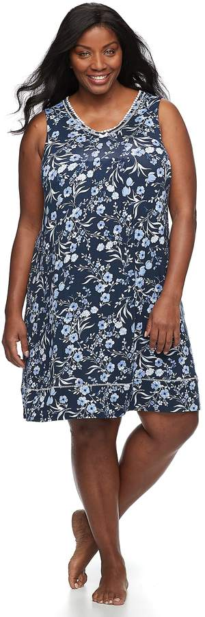 Plus Size Sleeveless V-Neck Nightgown
